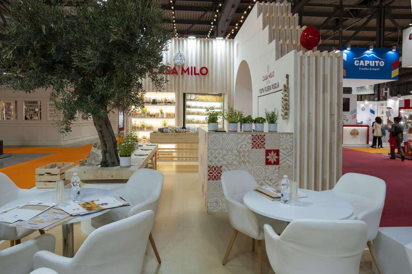 Interno stand personalizzato in legno realizzato per Casa Milo - Foto 2
