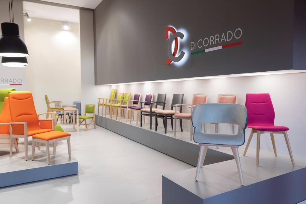 Esposizione sedie stand personalizzato realizzato per Di Corrado - Foto 2