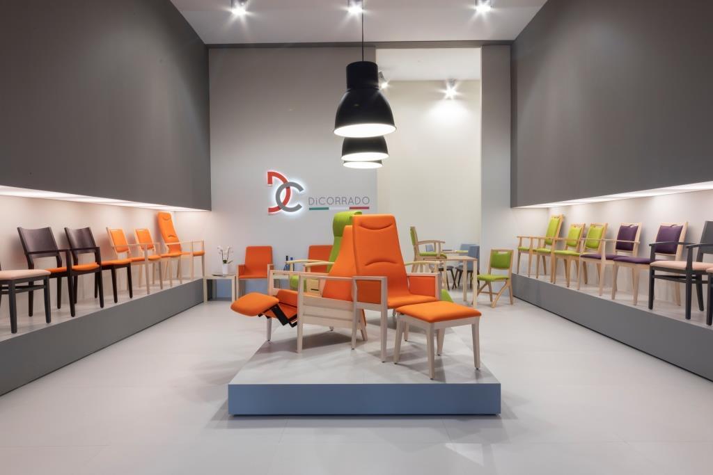 Esposizione sedie stand personalizzato realizzato per Di Corrado - Foto 3